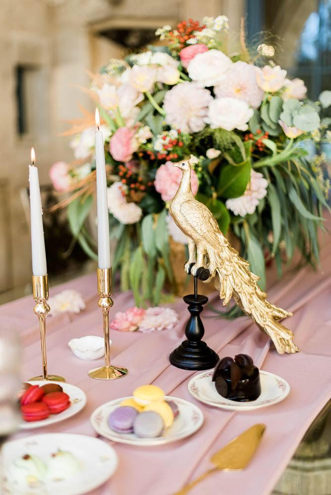 eccentric tableset pink and gold